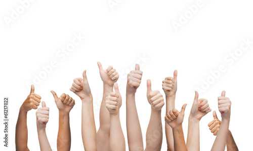 Photo  human hands showing thumbs up