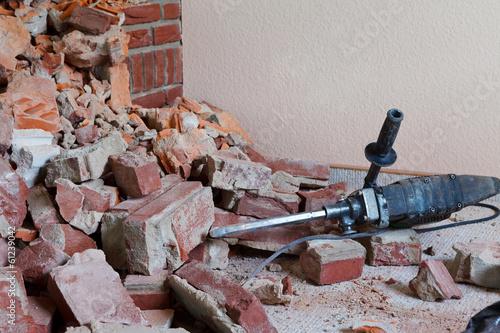 Fotografía  hammer drill and rubble
