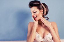 Beauty Smiling Pinup Girl On B...
