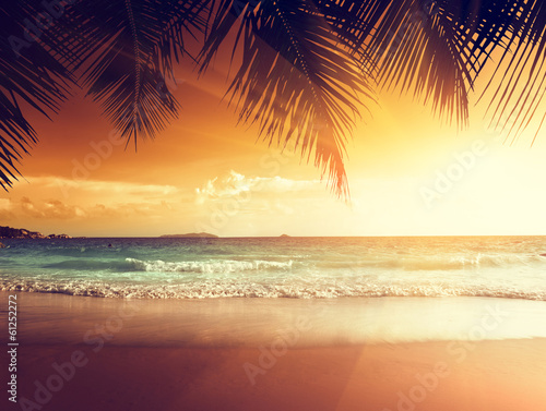 Photo sur Toile Mer coucher du soleil sunset on the beach of caribbean sea