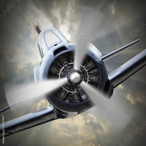 wyczynowy-samolot-jednosilnikowy-zblizenie-na-pracujace-smiglo