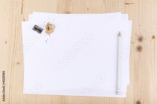 Fotografía  foglio bianco con matita