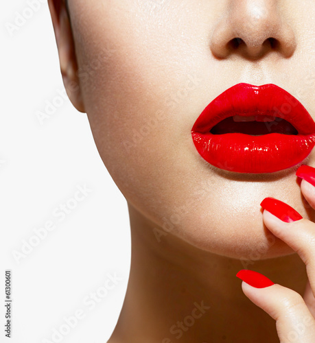 Autocollant pour porte Fashion Lips Red Sexy Lips and Nails closeup. Manicure and Makeup