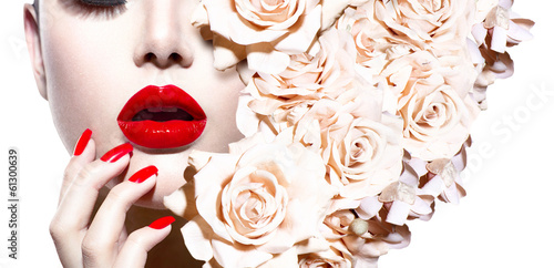 Foto auf Leinwand Fashion Lips Fashion Sexy Woman with Flowers. Vogue Style Model