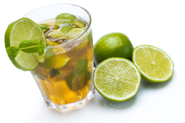 Obraz na Szkle Do baru Fresh ice tea with lime