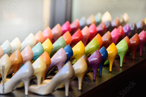 Fotografia  Shoes in shop window display