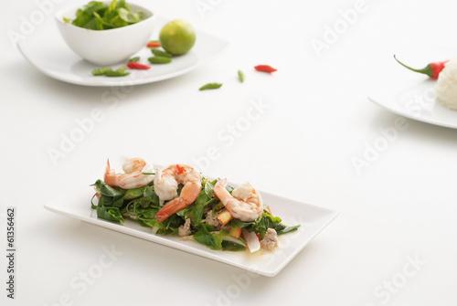 Spoed Fotobehang Voorgerecht Spicy shrimp salad 1