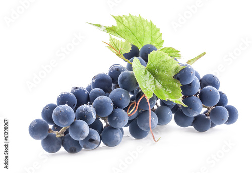 Fotografía  Ripe grapes with leaves isolated on white background