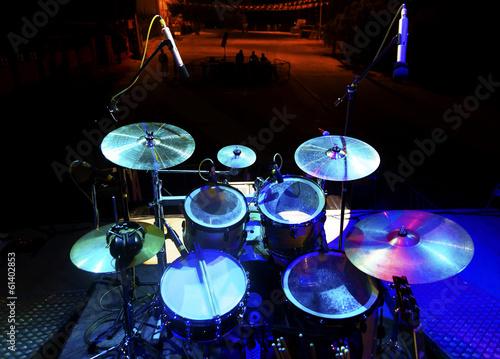 Fototapeta Musica en directo. Bateria en el escenario