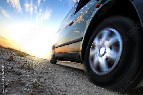 Fotografia, Obraz  Concepto de velocidad y coche.Detalle de rueda girando