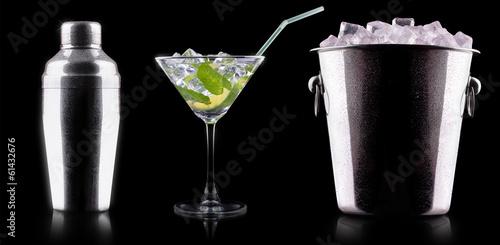 Fotografia  Cocktail shaker against a black