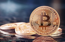 Photo Golden Bitcoins (new Vir...