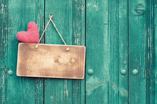 Foto op Plexiglas Retro Valentine heart and signboard on vintage planks background