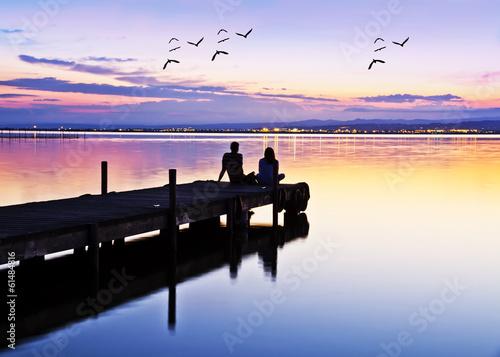 Tuinposter novios esperando el amanecer