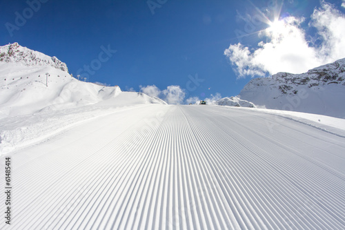 Fotografering perfectly groomed empty ski piste