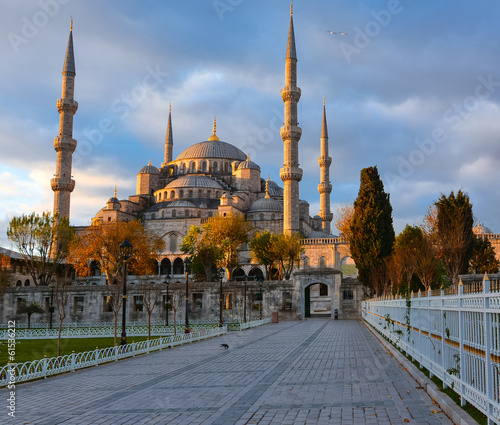 Aluminium Prints Turkey Blue Mosque, Istambul into sunrise lights