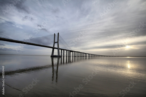Photo  The Vasco da Gama Bridge is a famous landmark in Lisbo, Portugal
