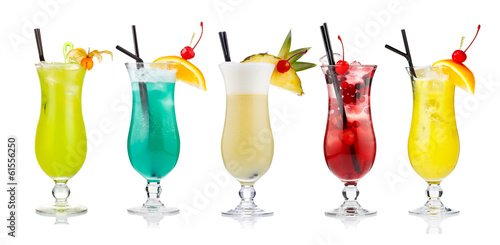 Fotografía  Set of alcoholic cocktails isolated on white