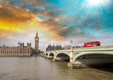 Czerwony Bus na moście Westminsterskim