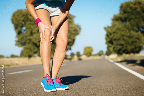Fotografiet  Runner training  knee pain