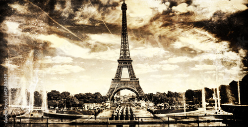 Aged vintage retro picture of Tour Eiffel in PAris плакат