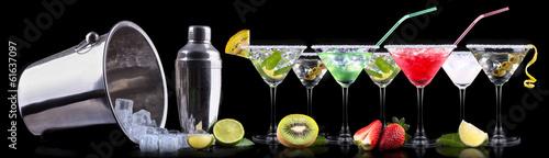 Fotografía  alcohol cocktail set with summer fruits