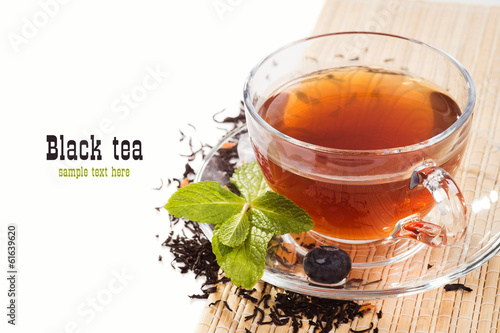 Papiers peints The Cup of black tea with mint and fresh berries blueberry