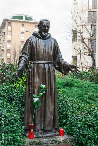 Fényképezés  Statua Padre Pio