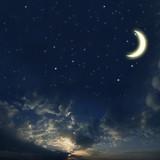 Piękne niebo nocą z gwiazdami i księżycem