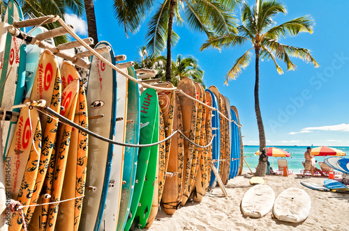 Foto  Surfboards in the rack at Waikiki Beach - Honolulu
