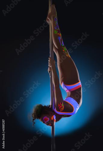 Foto op Plexiglas womenART Elegant young pole dancer posing with UV makeup