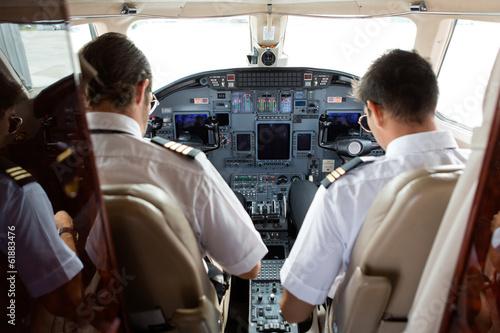 Pilot And Copilot In Cockpit Tapéta, Fotótapéta
