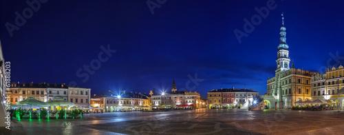 Obraz Night panorama of the Old City in Zamosc, Poland. - fototapety do salonu