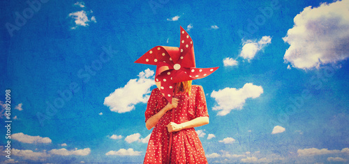 Tableau sur Toile Redhead girl with toy wind turbine