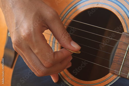 Fotografia, Obraz  girl hand playing acoustic guitar