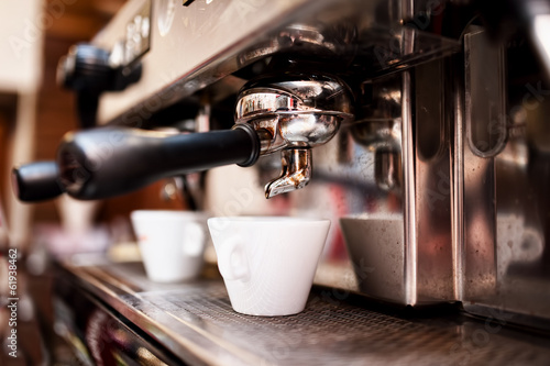Fotografia  Espresso machine making coffee in pub, bar, restaurant