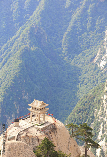Foto op Plexiglas Xian stone pagoda built on stone cliff at mountain huashan