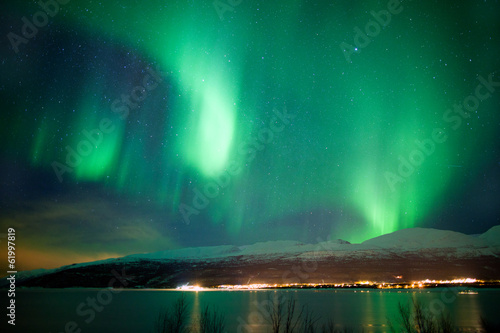 Cuadros en Lienzo Green aurora borealis dancing in the sky