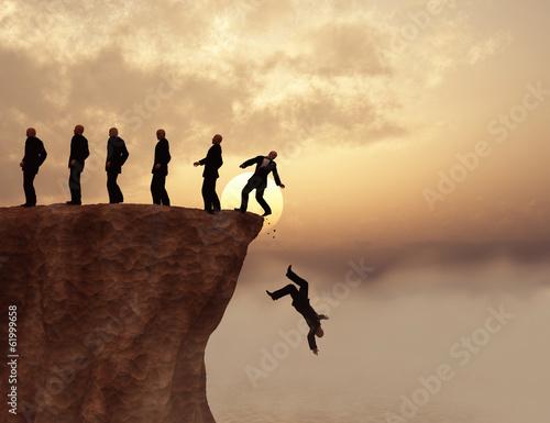Photo Hombres al borde de un precipicio