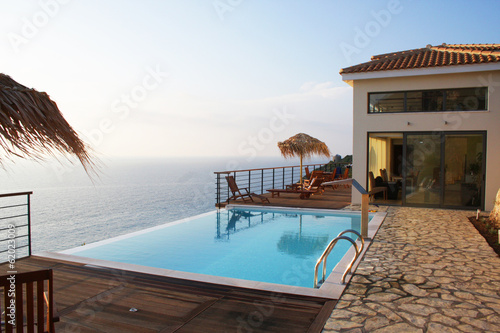 Fotografiet  Villa am Meer mit Pool