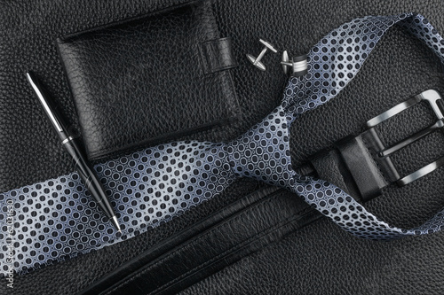Photo Tie, belt, wallet, cufflinks, pen lying on the skin