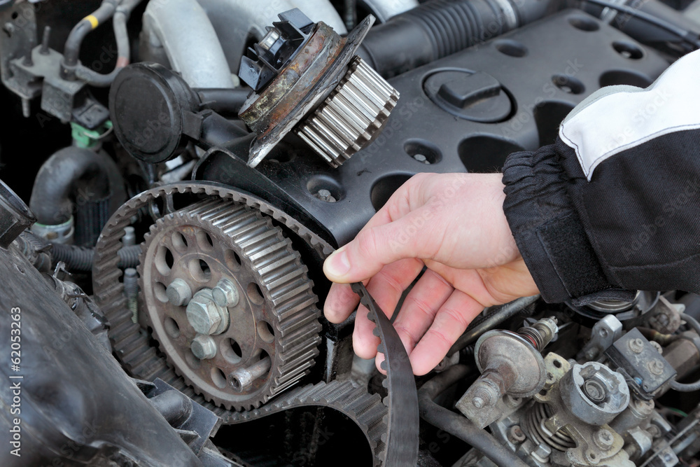 Car Timing Belt >> Valokuva Service Car Mechanic Replace Timing Belt At