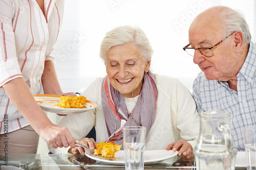 Keuken foto achterwand Kruidenierswinkel Senioren essen Lunch im Pflegeheim