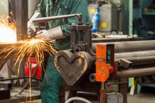 Heart Shape - End Of Hydraulic Pressure Steel Bending Roller