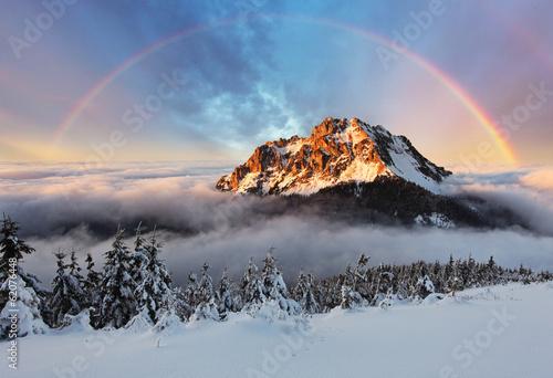 halny-szczyt-przy-zima-sistani-gora-fatra