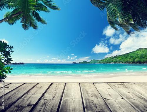 Foto auf Gartenposter Strand seychelles beach and wooden pier