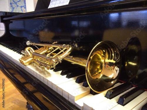 Photo  Trompete und Flügel