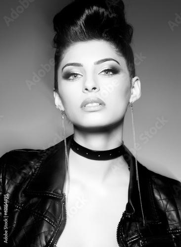 Plakat na zamówienie beautiful punk woman model posing in leather jacket