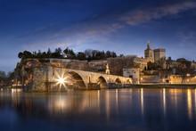 Sur Le Pont D'Avignon L'on Y D...