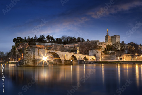 Photo Sur le pont d'Avignon L'on y danse, l'on y danse